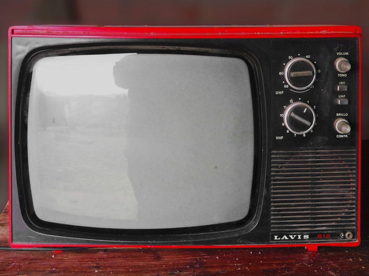 Wspólny spokój przed telewizorem, czy też niedzielne serialowe popołudnie, umila nam czas wolny oraz pozwala się zrelaksować.
